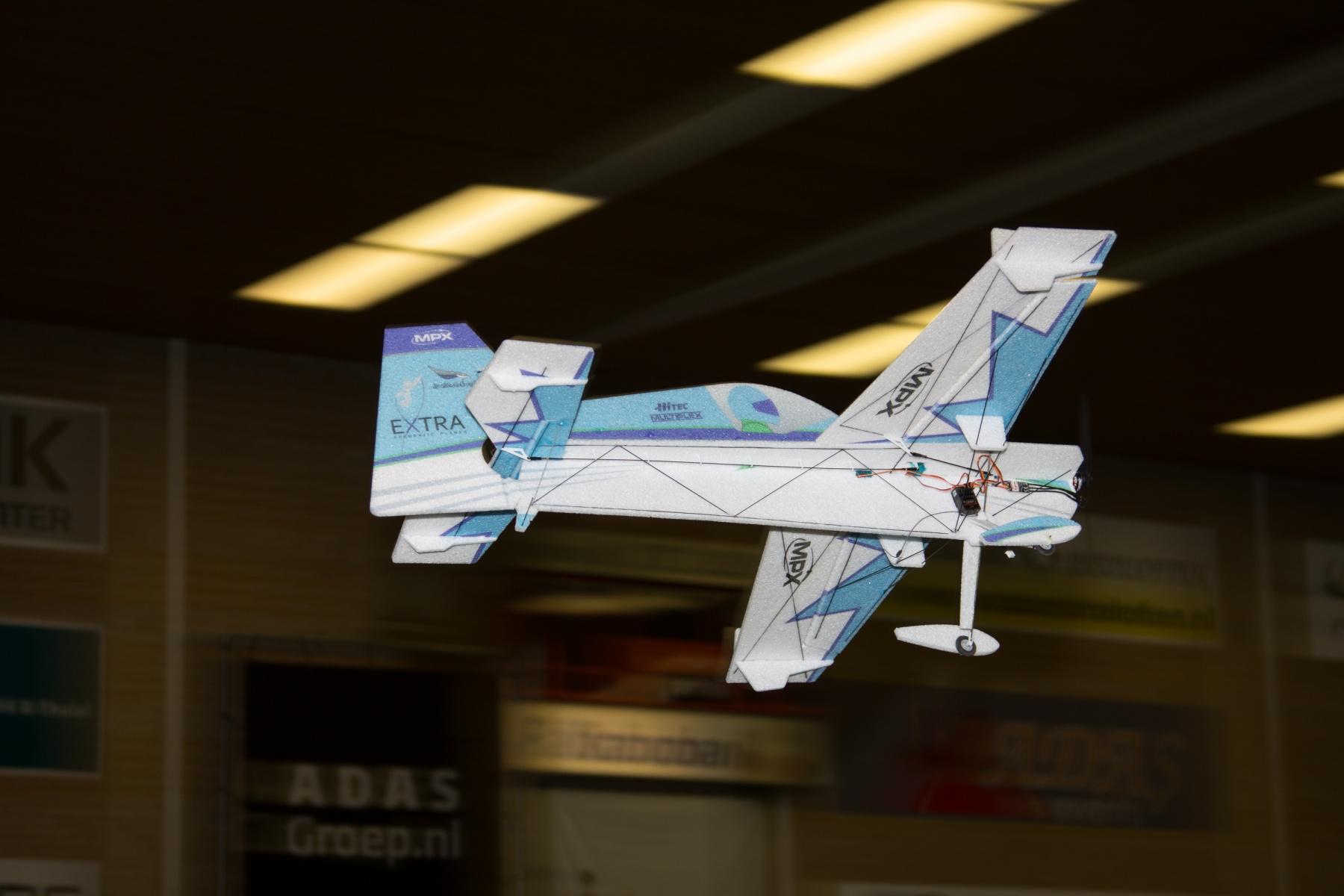 330 SC indoor vliegtuig